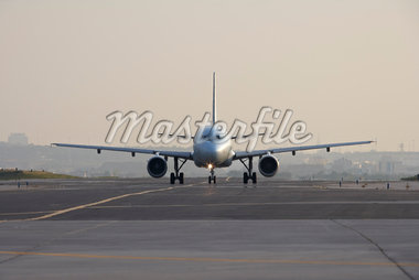 Airplane on Runway, Toronto, Ontario, Canada Stock Photo - Premium Rights-Managed, Artist: Michael Mahovlich, Code: 700-05641920