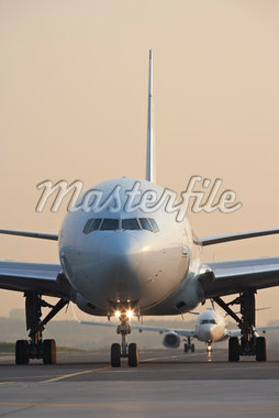 Plane on Tarmac, Toronto, Ontario, Canada Stock Photo - Premium Rights-Managed, Artist: Michael Mahovlich, Code: 700-05641923