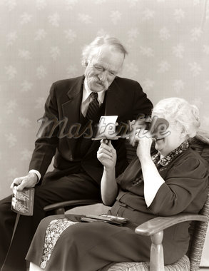 1940s OLDER SENIOR COUPLE MAN WOMAN VIEWING PHOTOGRAPHS BY STEREOPTICON STEREOSCOPE Stock Photo - Premium Rights-Managed, Artist: ClassicStock, Code: 846-05647785