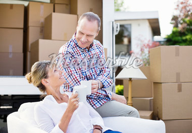 Couple drinking coffee near moving van Stock Photo - Premium Royalty-Freenull, Code: 635-05652107