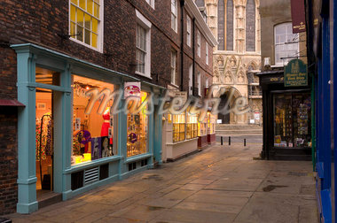 Shops near York Minster, York, Yorkshire, England, United Kingdom, Europe Stock Photo - Premium Rights-Managed, Artist: Robert Harding Images, Code: 841-05795724