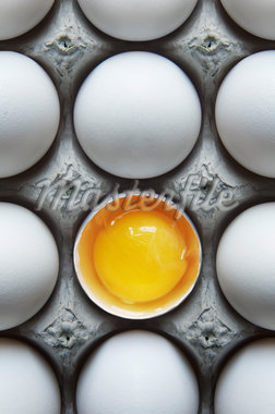 Eggs in Carton with One Broken Shell Stock Photo - Premium Royalty-Free, Artist: Andrew Kolb, Code: 600-05803156