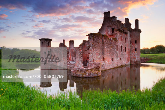 Ruin of Caerlaverock Castle, Dumfries and Galloway, Scotland Stock Photo - Premium Rights-Managed, Artist: Tim Hurst, Code: 700-05803769