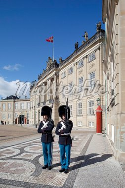 Guards at the Amalienborg Castle, Copenhagen, Denmark, Scandinavia, Europe Stock Photo - Premium Rights-Managed, Artist: Robert Harding Images, Code: 841-05848215