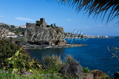 The castle and coastline, Aci Castello, Sicily, Italy, Mediterranean, Europe Stock Photo - Premium Rights-Managed, Artist: Robert Harding Images, Code: 841-05848607