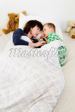 Mother and son laying in bed Stock Photo - Premium Royalty-Freenull, Code: 649-05949803
