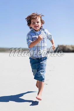 Boy running on sandy beach Stock Photo - Premium Royalty-Freenull, Code: 649-05950011