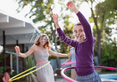 Mother and daughter hula hooping Stock Photo - Premium Royalty-Freenull, Code: 635-05972016