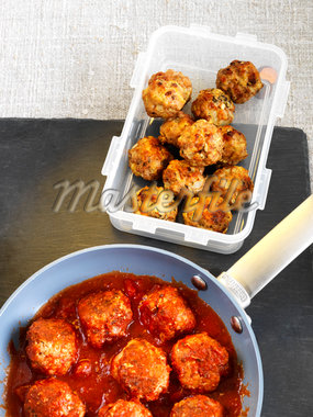 Container of Meatballs and Meatballs with Sauce in Pan Stock Photo - Premium Royalty-Free, Artist: Edward Pond, Code: 600-06038258