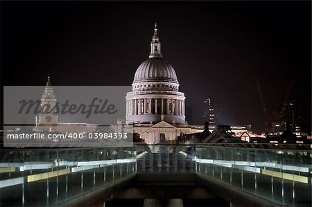 Night-time view of St Paul's Cathedral from the south side of the Millennium foot bridge Stock Photo - Budget Royalty-Free, Image code: 400-03984393