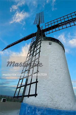 Windmill in Consuegra late afternoon, Toledo (Spain) Stock Photo - Budget Royalty-Free, Image code: 400-04007729