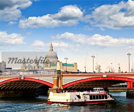 Blackfriars Bridge, St. Paul's Cathedral and cruise boat in London Stock Photo - Budget Royalty-Free, Image code: 400-04158565