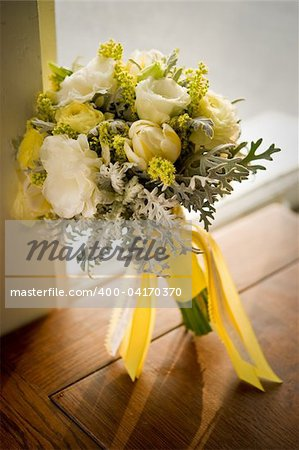 Image of a beautiful floral bouquet on wood table Stock Photo - Budget Royalty-Free, Image code: 400-04170370