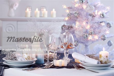 Place setting for Christmas in white with white Christmas tree Stock Photo - Budget Royalty-Free, Image code: 400-04233609