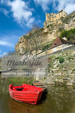 Beynac with the castle on the cliff (France) Stock Photo - Budget Royalty-Free, Image code: 400-04517293