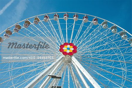 Big wheel in an amusement park Stock Photo - Budget Royalty-Free, Image code: 400-05152705