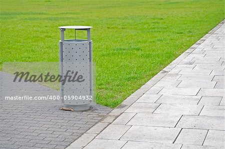Public litter bin on the park Stock Photo - Budget Royalty-Free, Image code: 400-05904932