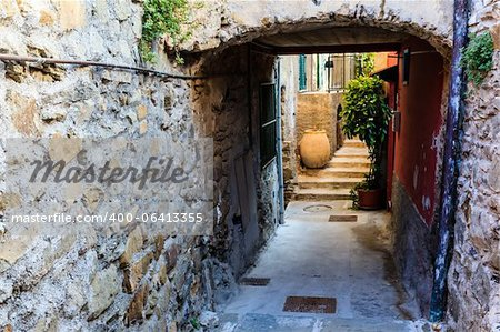 Archway with Big Pot in the Village of Corniglia, Cinque Terre, Italy Stock Photo - Budget Royalty-Free, Image code: 400-06413355