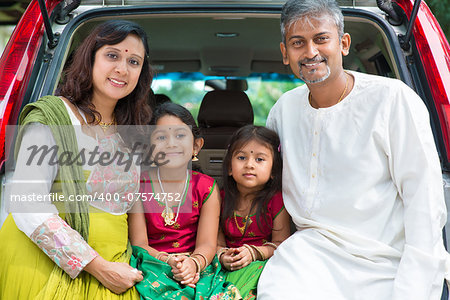 Happy Asian Indian family sitting in car, ready to summer vacation. Stock Photo - Budget Royalty-Free, Image code: 400-07574752