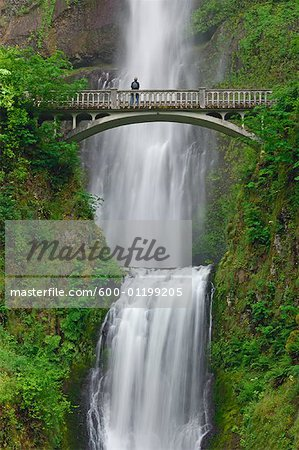 Multnomah Falls, Columbia River Gorge National Scenic Area, Oregon, USA