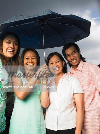 Portrait of Mother with Children in Rain Stock Photo - Premium Royalty-Free, Image code: 600-01593570