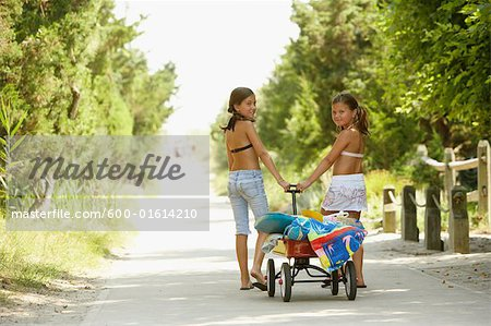 Girls Pulling Wagon Stock Photo - Premium Royalty-Free, Image code: 600-01614210