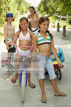 Portrait of a Group of Children Stock Photo - Premium Royalty-Free, Image code: 600-01614218