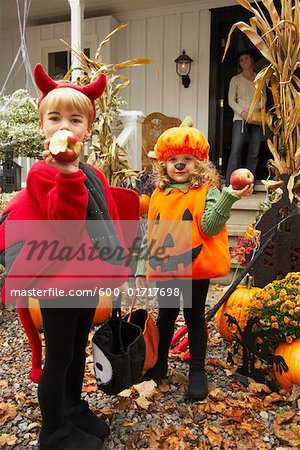 Portrait of Children Eating Apples and Trick or Treating at Halloween Stock Photo - Premium Royalty-Free, Image code: 600-01717698