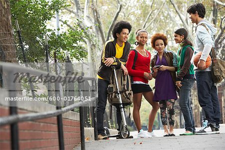 Teenagers Hanging Out Stock Photo - Premium Royalty-Free, Image code: 600-01764051
