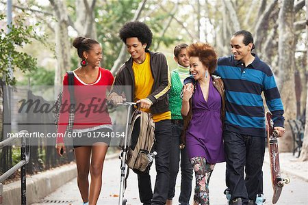 Teenagers Hanging Out Stock Photo - Premium Royalty-Free, Image code: 600-01764054