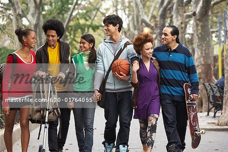 Teenagers Hanging Out Stock Photo - Premium Royalty-Free, Image code: 600-01764055