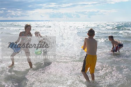 Kids Playing on the Beach, Elmvale, Ontario, Canada Stock Photo - Premium Royalty-Free, Image code: 600-02265290