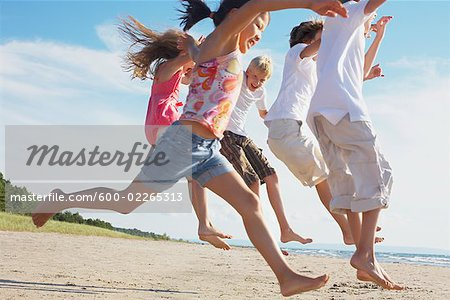 Kids Running and Playing on the Beach, Elmvale, Ontario, Canada Stock Photo - Premium Royalty-Free, Image code: 600-02265313