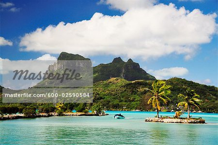 Overview of Bora Bora and Lagoon, French Polynesia Stock Photo - Premium Royalty-Free, Image code: 600-02590584