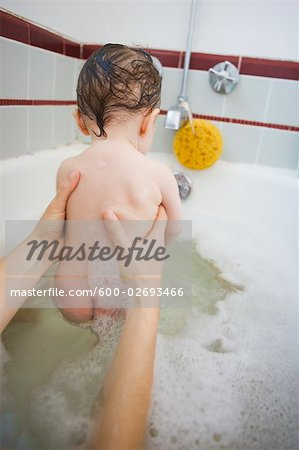 Mother and Baby Girl Having a Bath Stock Photo - Premium Royalty-Free, Image code: 600-02693466