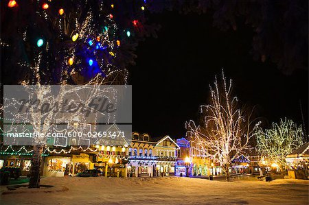 Christmas Lights in the Bavarian-themed Town of Leavenworth, Washington, USA Stock Photo - Premium Royalty-Free, Image code: 600-02693471