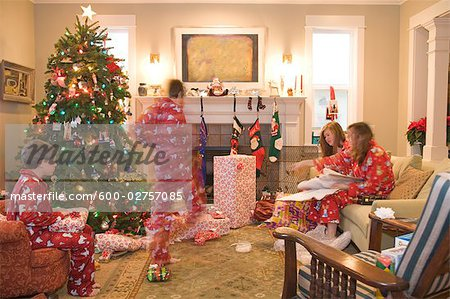 Family Opening Presents on Christmas Morning Stock Photo - Premium Royalty-Free, Image code: 600-02757085