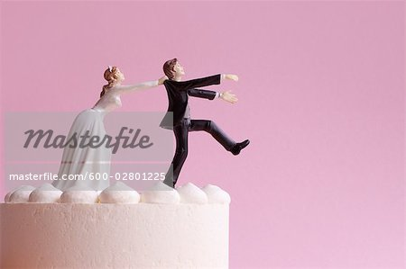 Wedding Cake Figurines, Bride Grabbing Runaway Groom Stock Photo - Premium Royalty-Free, Image code: 600-02801225
