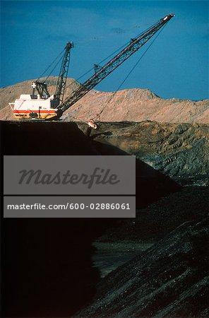 Black Coal Mining, Dragline Removing Overburden