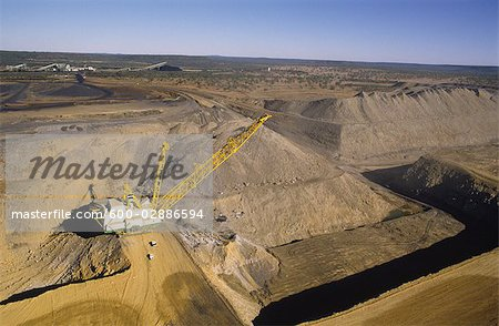 Black Coal Mining, Dragline Removing Overburden, Australia Stock Photo - Premium Royalty-Free, Image code: 600-02886594