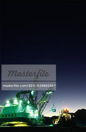 Black Coal Mining, Dragline Removing Overburden, Sunset, Australia Stock Photo - Premium Royalty-Free, Image code: 600-02886596