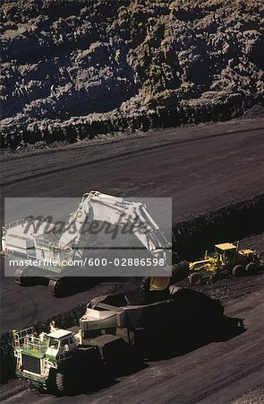 Black Coal Mining, Loading Coal Trucks, Australia Stock Photo - Premium Royalty-Free, Image code: 600-02886598
