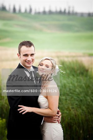 Portrait of Bride and Groom, Eagles Nest Golf Club, Vaughan, Ontario, Canada Stock Photo - Premium Royalty-Free, Image code: 600-03659126
