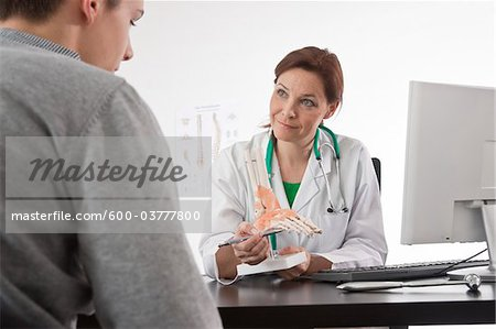 Doctor and Patient, Mannheim, Baden-Wurttemberg, Germany Stock Photo - Premium Royalty-Free, Image code: 600-03777800