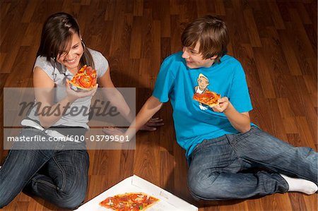 Children Eating Pizza Stock Photo - Premium Royalty-Free, Image code: 600-03799501