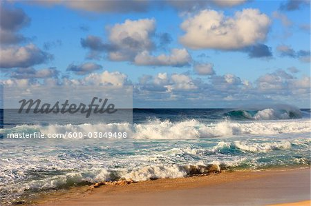 Breaking Wave on Pacific Ocean, Waimea Bay, North Shore, Oahu, Hawaii, USA Stock Photo - Premium Royalty-Free, Image code: 600-03849498