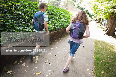 Boy and Girl Walking Home from School, Portland, Oregon Stock Photo - Premium Royalty-Free, Image code: 600-03865191