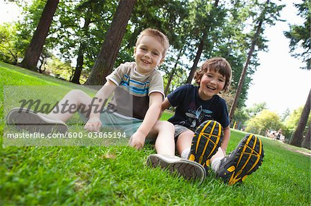 Portrait of Boys Sitting on Grass, Washington Park, Portland, Oregon, USA Stock Photo - Premium Royalty-Free, Image code: 600-03865194