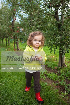 Girl at Apple Farm, Hood River County, Oregon, USA Stock Photo - Premium Royalty-Free, Image code: 600-04931769