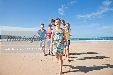 Family on Beach, Camaret-sur-Mer, Finistere, Bretagne, France Stock Photo - Premium Royalty-Free, Image code: 600-05389183